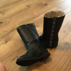 Black zip up Hanna Anderson boots for girls